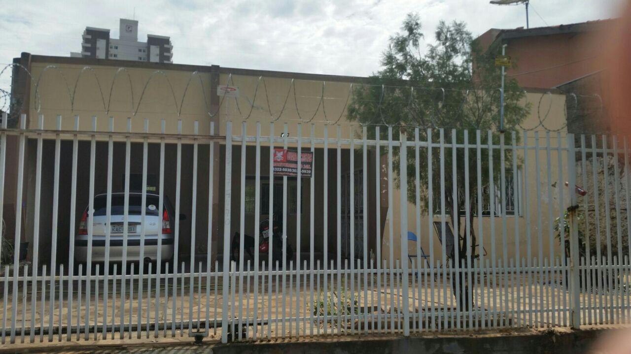 Casa à venda,  com 5 quartos sendo 2 suites no Jardim Tropical em Cuiabá MT 101 10741