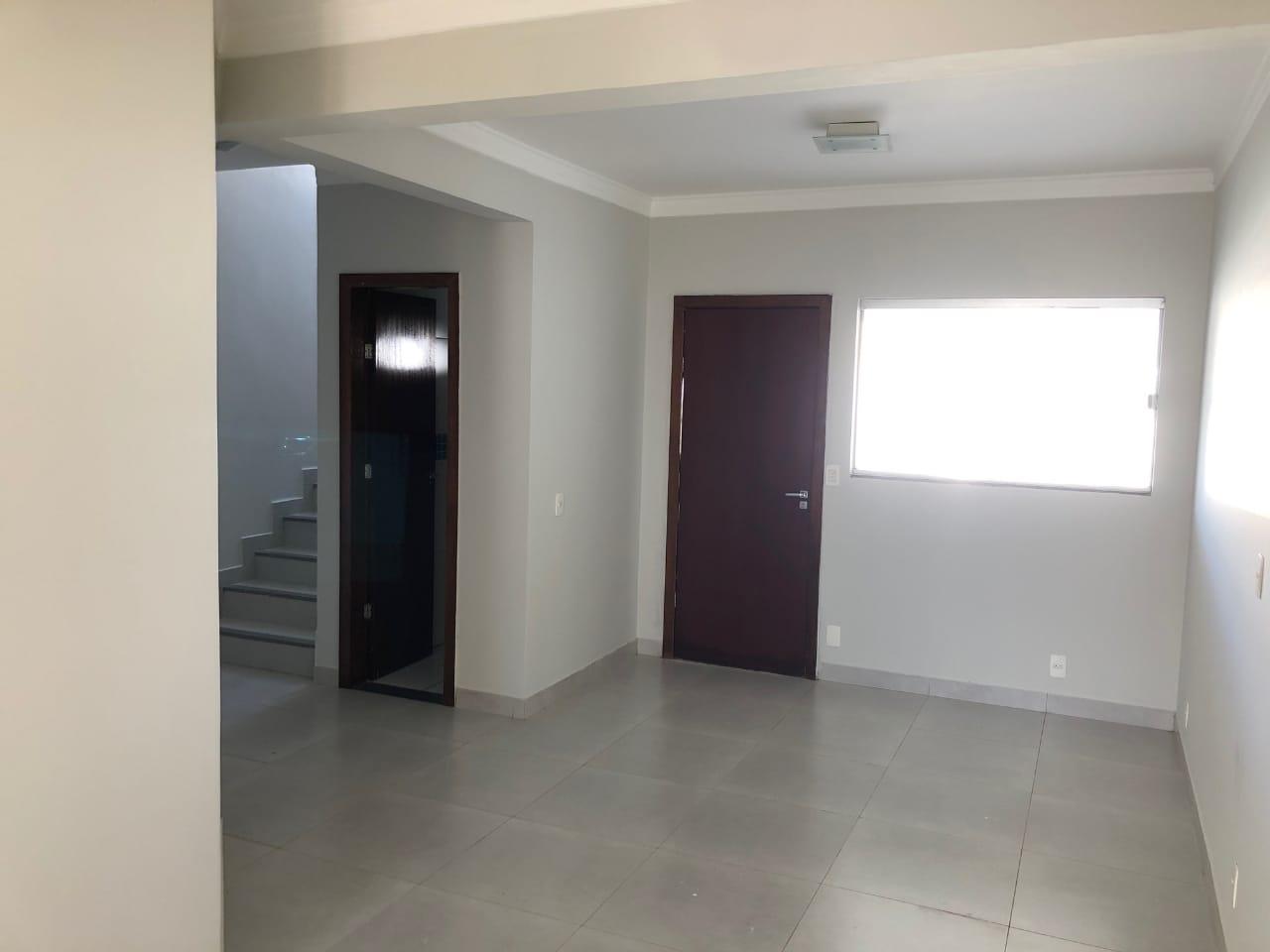 Sobrado  com 3 quartos sendo 1 Suíte no Santa Rosa, Cuiabá  - MT