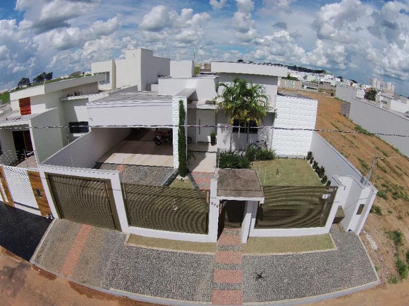 Casa  com 3 quartos sendo 3 Suítes no Jardim das Americas III, Primavera do Leste  - MT