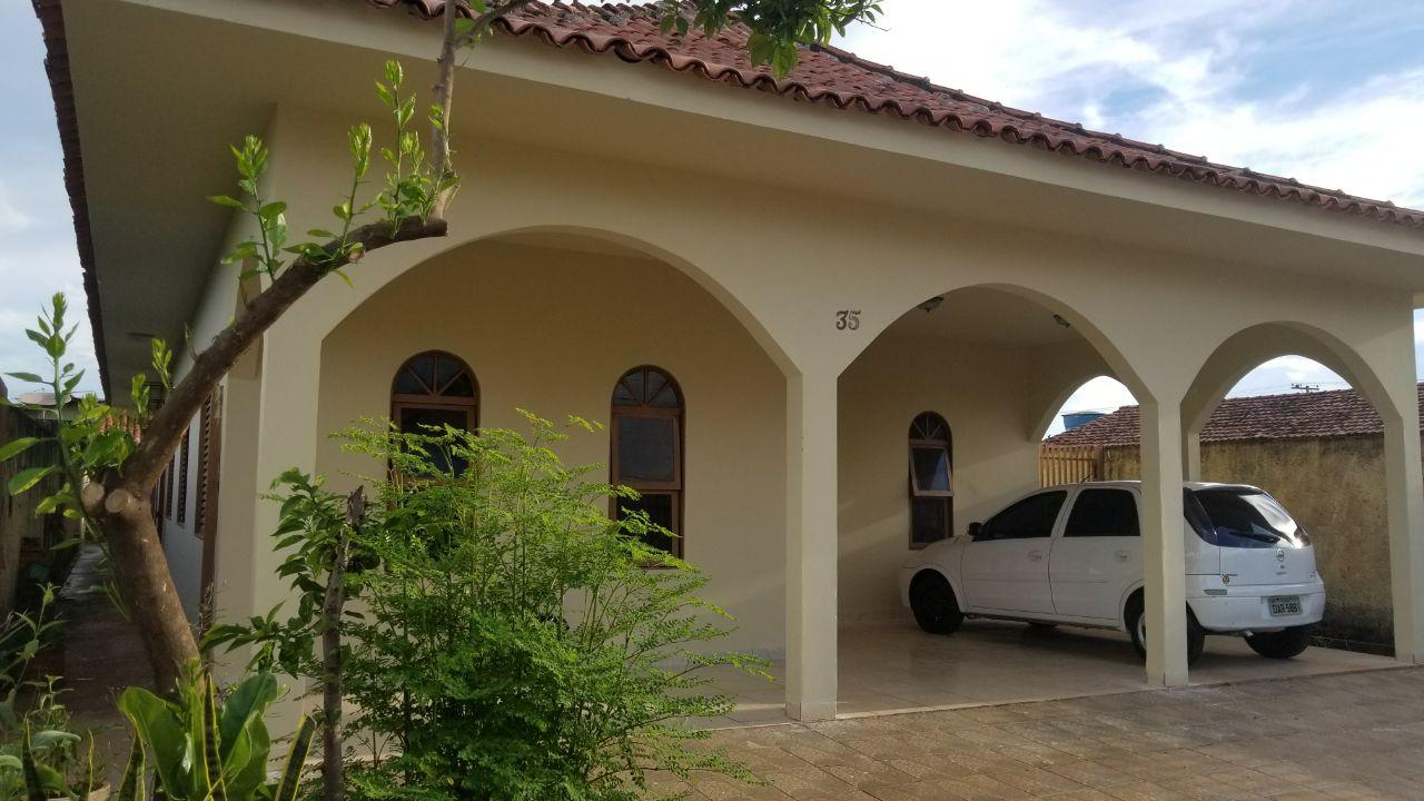 Casa  com 4 quartos sendo 2 Suítes no Centro-Sul, Várzea Grande  - MT