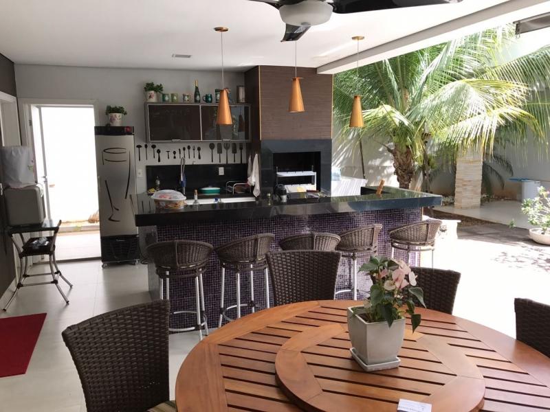 Casa Cond. Fechado  com 4 quartos sendo 2 Suítes no JARDIM ITALIA, Cuiabá  - MT
