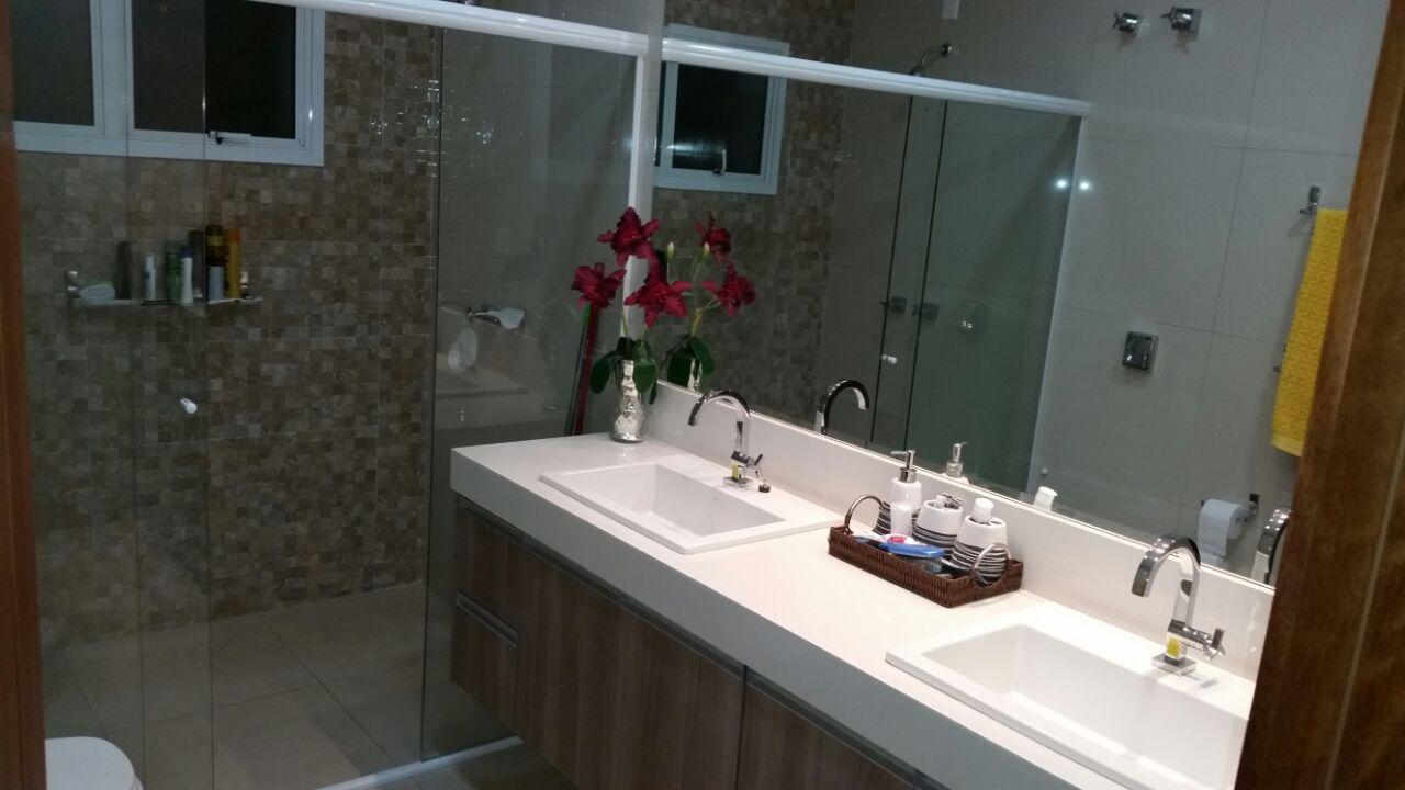 Casa Cond. Fechado  com 4 quartos sendo 3 Suítes no Condomínio Belvedere, Cuiabá  - MT