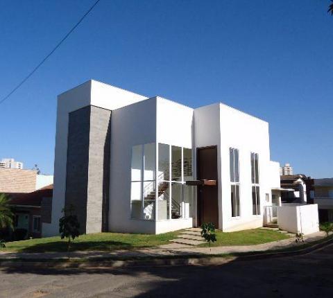 Casa Cond. Fechado  com 4 quartos sendo 3 Suítes no Despraiado, Cuiabá  - MT
