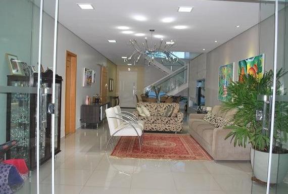 Casa Cond. Fechado  com 4 quartos sendo 2 Suítes no Jardim Imperial, Cuiabá  - MT