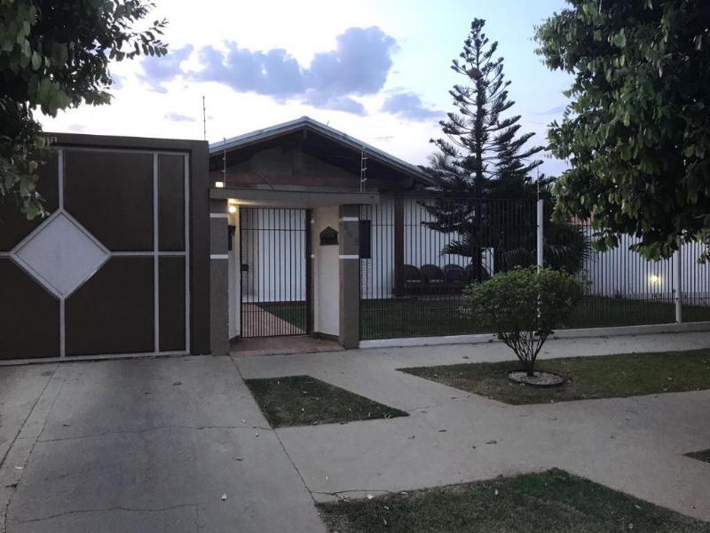 Casa  com 5 quartos sendo 3 Suítes no Bandeirantes, Lucas do Rio Verde  - MT