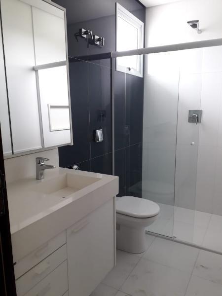 Casa Cond. Fechado  com 4 quartos sendo 4 Suítes no Jd. Imperial, Cuiabá  - MT